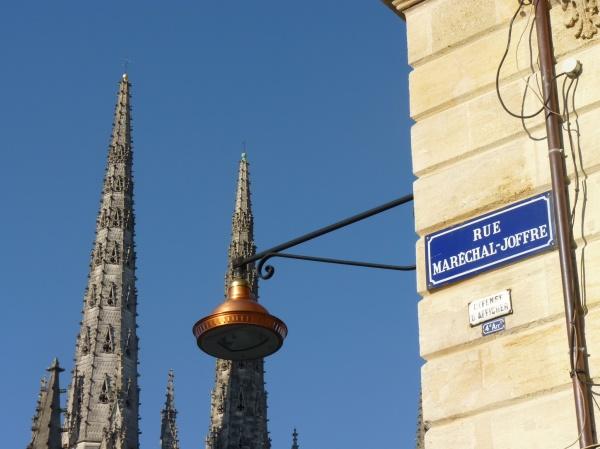 La rue du Maréchal Joffre une belle vue sur la cathédrale