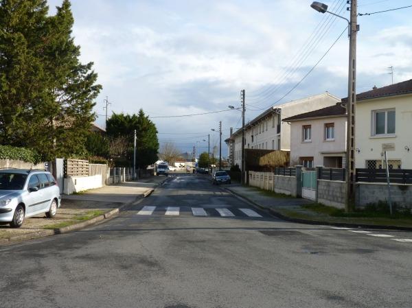 L'Avenue de la Gare. A droite, l'Avenue Albert 1er (Mérignac).
