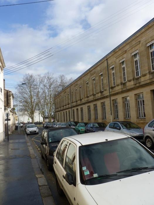 A droite : l'école Ferdinand Buisson. Au fond : la place du même nom.