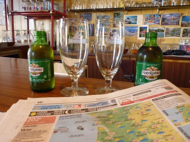 Boire de la Koenigsbier... Admirez, lecteurs, notre dévouement.