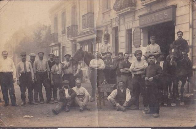 Devant la Clinique Vétérinaire Séverac, début XXème siècle (source : www.delcampe.net)