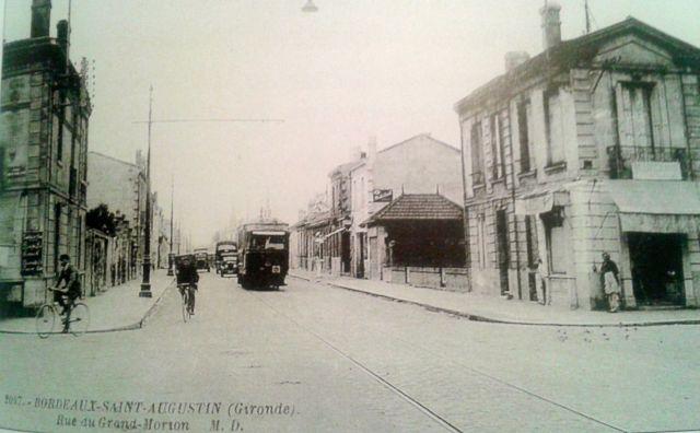 """La rue au début du XXème siècle. Remarquez le tram, et l'orthographe """"Morian"""""""