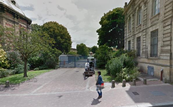 Capture d'écran Google Street View - fainéantise de Bordeaux 2066 qui pourtant bosse à 200 mètres de là et aurait pu se bouger