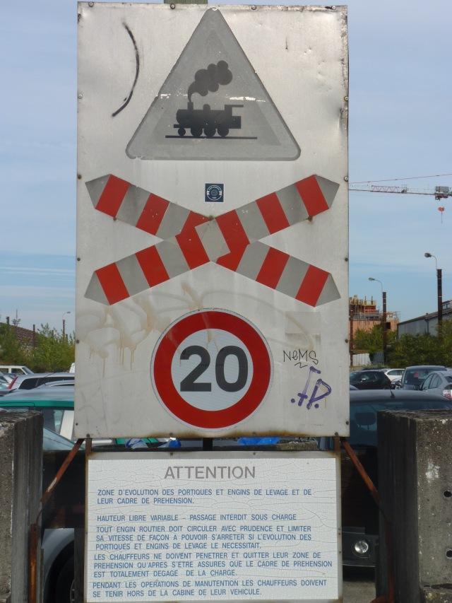 Relique SNCF sur parking en voie de disparition